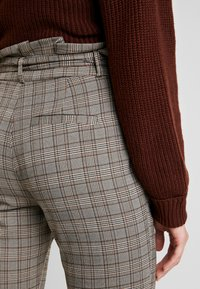 Vero Moda - VMEVA LOOSE PAPERBAG CHECK - Kalhoty - grey/brown/rust - 6