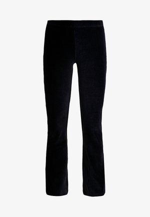 VMAMANDA FLARED PANTS - Tygbyxor - black