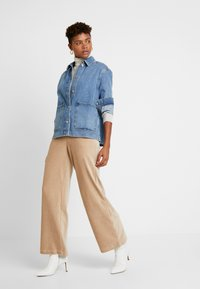 Vero Moda - VMPAN WIDE PANTS - Trousers - camel - 2