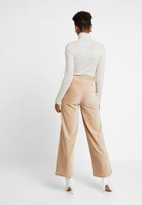 Vero Moda - VMPAN WIDE PANTS - Trousers - camel - 3