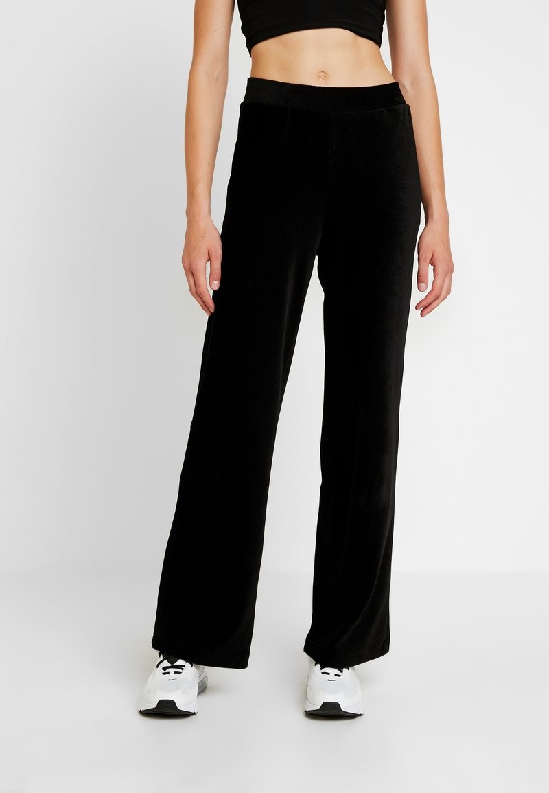 Vero Moda - VMPAN WIDE PANTS - Pantalon classique - black