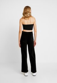Vero Moda - VMPAN WIDE PANTS - Pantalon classique - black - 3