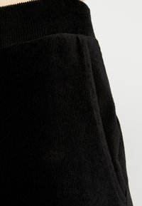 Vero Moda - VMPAN WIDE PANTS - Pantalon classique - black - 5