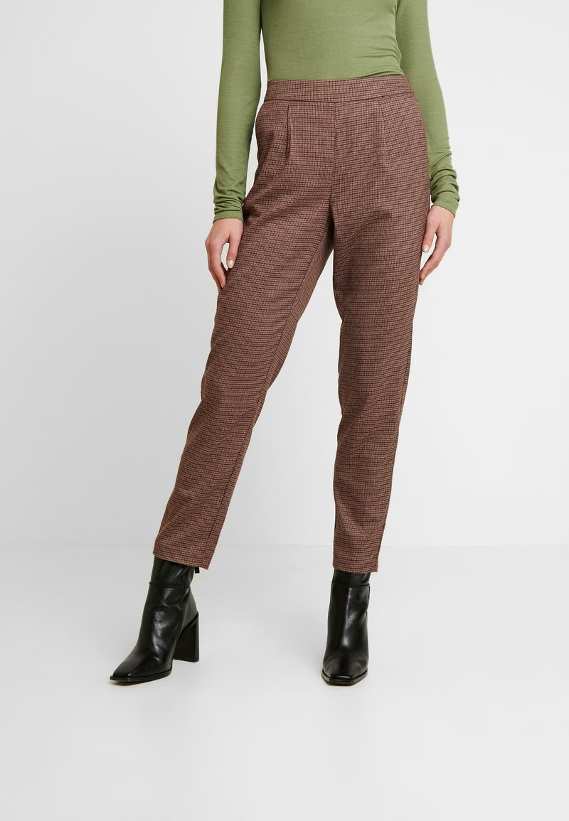 Vero Moda - VMJASMIN TAILORED CHECK PANT - Broek - madder brown