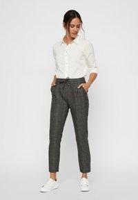 Vero Moda - Pantalones - dark gray - 1