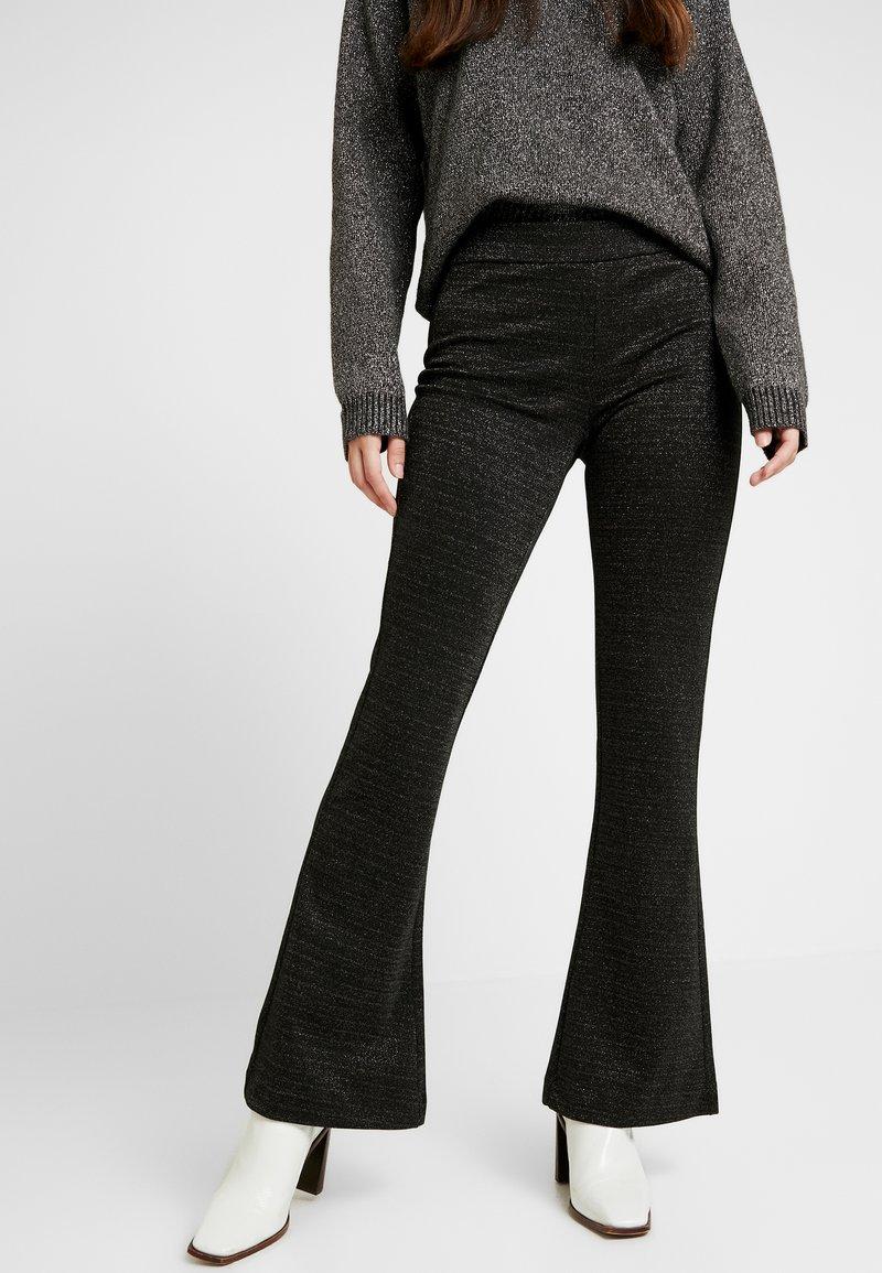 Vero Moda - VMKAMMA FLARED GLITTER PANT - Bukse - black