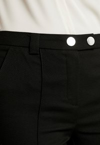 Vero Moda - VMMAISELMA PANT - Pantalon classique - black - 4