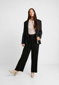 Vero Moda - VMSILLE GOIA PANTS - Trousers - black - 2