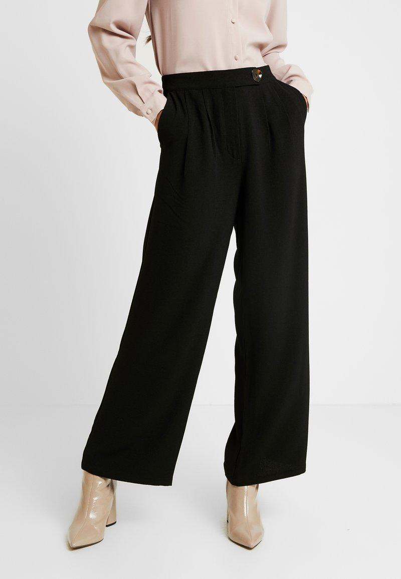Vero Moda - VMSILLE GOIA PANTS - Trousers - black