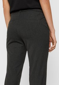 Vero Moda - VMMAYA MR LOOSE SOLID - Trousers - dark grey melange - 4
