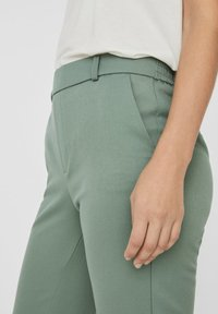 Vero Moda - VMMAYA MR LOOSE SOLID - Broek - laurel wreath - 3