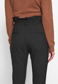 Vero Moda - VMEVA LOOSE PAPERBAG  - Pantalon classique - black/salt & pepper birch - 3