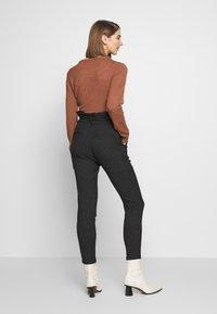 Vero Moda - VMEVA LOOSE PAPERBAG  - Pantalon classique - black/salt & pepper birch - 2
