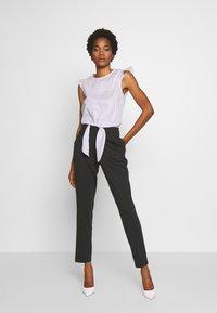 Vero Moda - VMJUSSI ELASTIC PANT - Kalhoty - medium grey melange - 1