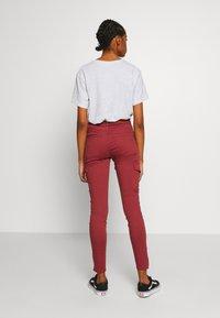 Vero Moda - VMHOT SEVEN SLIM CARGO ANKLE - Pantalones - sable - 2