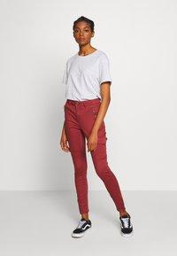 Vero Moda - VMHOT SEVEN SLIM CARGO ANKLE - Pantalones - sable - 1