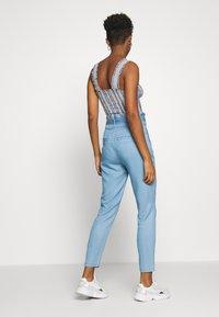 Vero Moda - VMEVA PAPERBAG PANT  - Bukse - light blue denim - 2