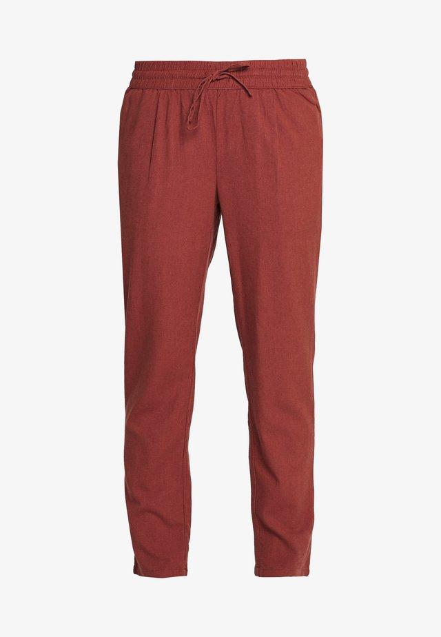 VMHELENMILO ANCLE PANT - Pantaloni - sable