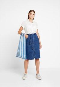 Vero Moda - Spódnica ołówkowa  - medium blue denim - 1