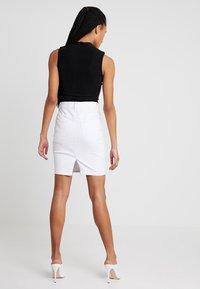 Vero Moda - Falda de tubo - bright white - 2