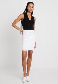 Vero Moda - VMHOT NINE PENCIL SKIRT MIX - Kokerrok - bright white - 1