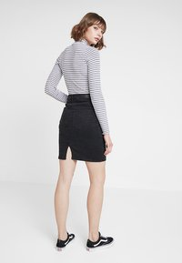 Vero Moda - VMHOT NINE PENCIL SKIRT MIX - Falda de tubo - black - 2