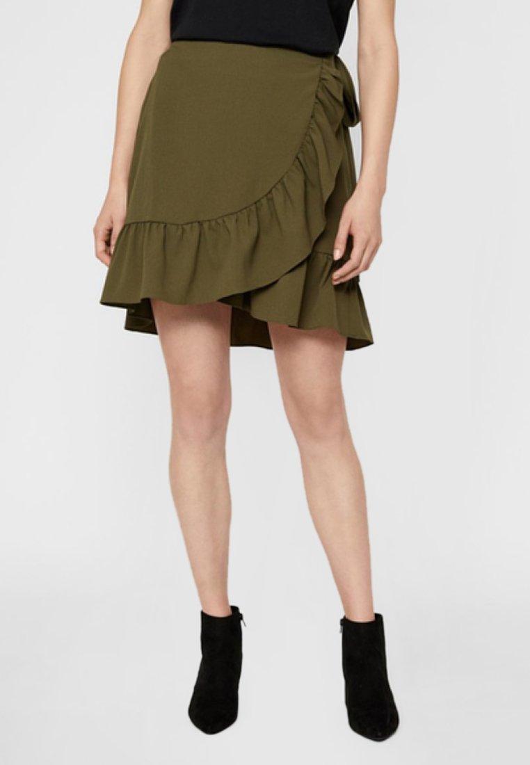 Vero Moda - ROCK  - Wrap skirt - ivy green
