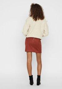 Vero Moda - Minirok - madder brown - 2