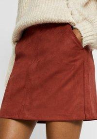 Vero Moda - Minirok - madder brown - 3