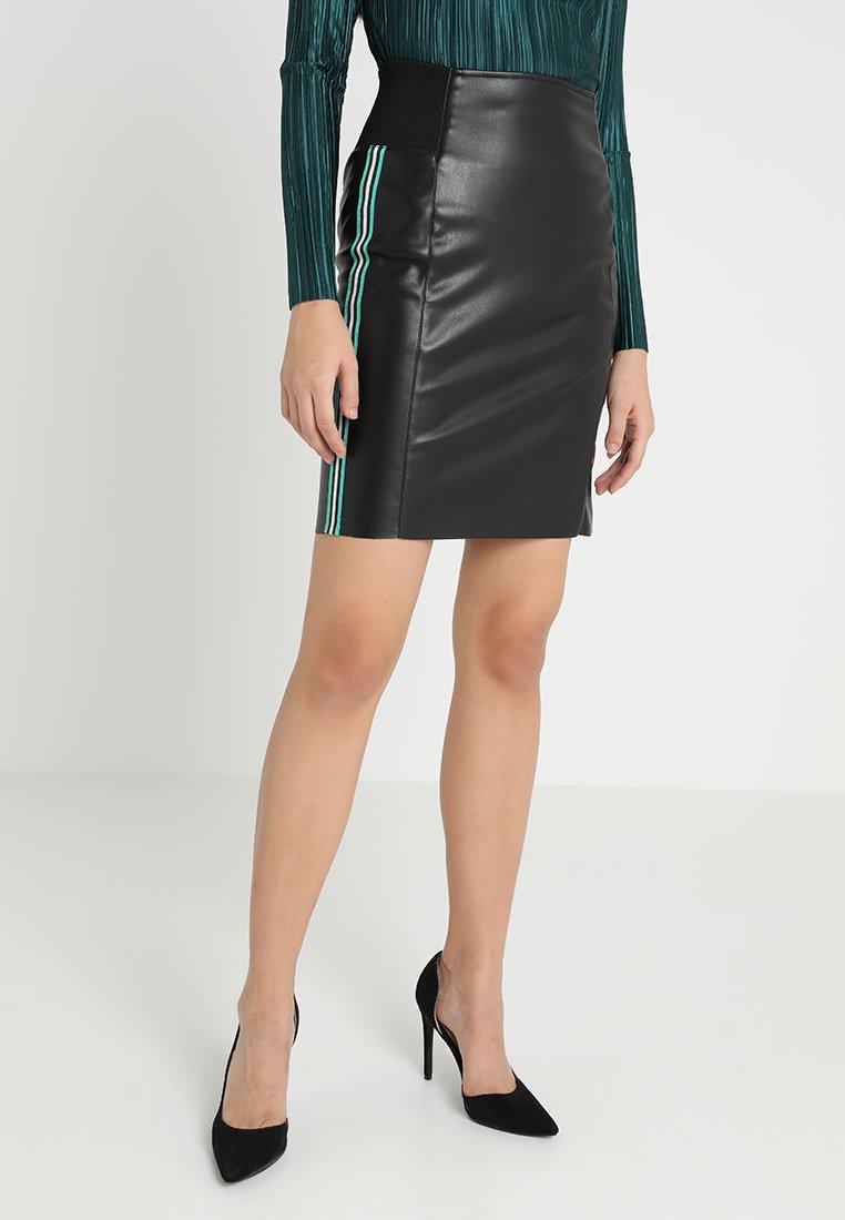 Vero Moda - VMBAND BUTTER - Pencil skirt - black/green