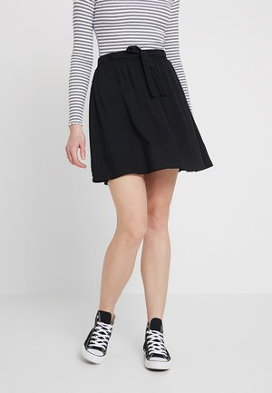 VMBOCA SHORT SKIRT - Jupe trapèze - black
