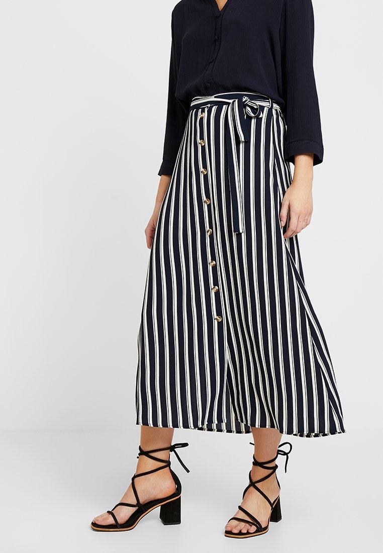 Vero Moda - VMSASHA ANCLE SKIRT NOOS - Áčková sukně - navy blazer/snow white coco