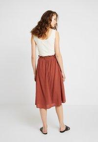 Vero Moda - Áčková sukně - mahogany - 2