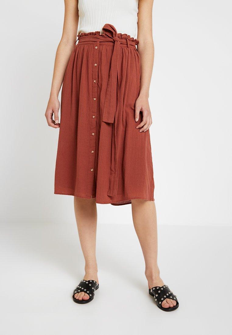 Vero Moda - Áčková sukně - mahogany