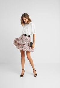 Vero Moda - VMAMSTERDAM LAYER SHORT SKIRT - Pliceret nederdel /Nederdele med folder - misty rose - 1