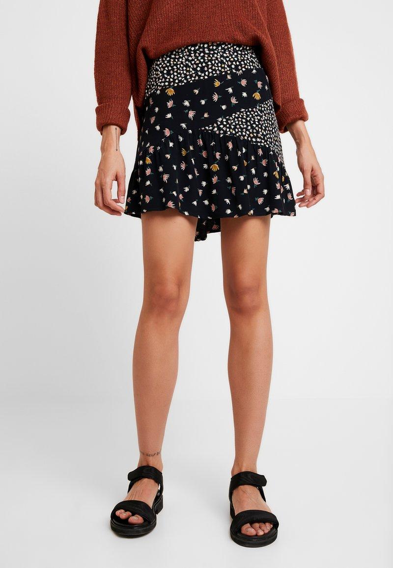 Vero Moda - VMVIVI SHORT SKIRT - Minifalda - black