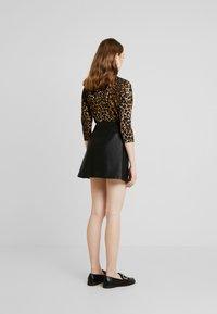 Vero Moda - VMINA SHORT SKIRT - Áčková sukně - black - 2