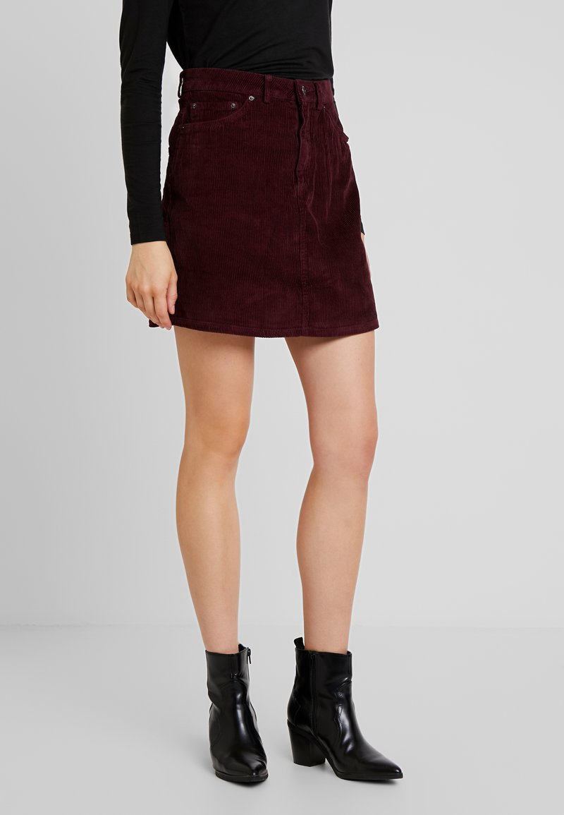 Vero Moda - VMKARINA A-SHAPE SHORT - A-line skirt - port royale
