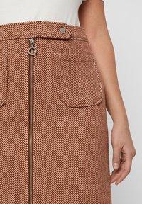 Vero Moda - VMTOYA HERRINGBONE SKIRT - A-line skirt - cognac - 3