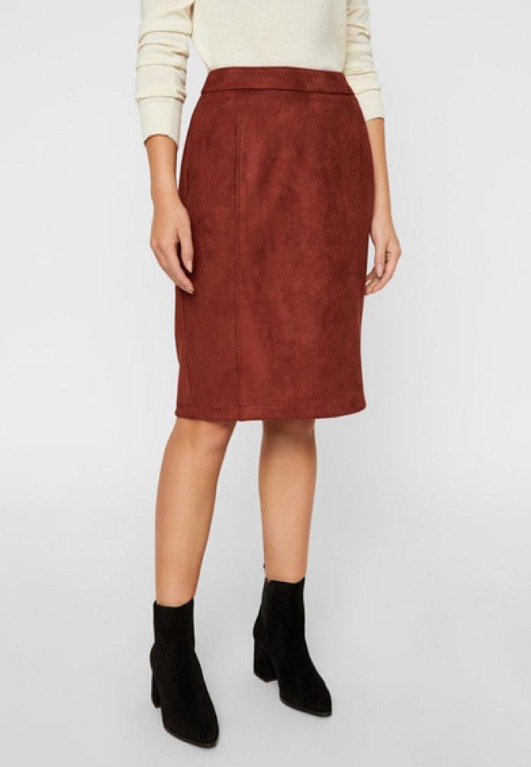 Vero Moda - Falda de tubo - madder brown