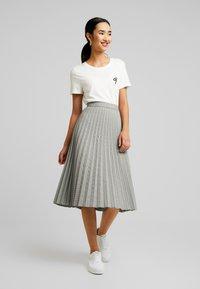 Vero Moda - VMELEANOR CALF SKIRT - Plisovaná sukně - coffee bean - 1