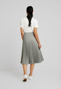 Vero Moda - VMELEANOR CALF SKIRT - Plisovaná sukně - coffee bean - 2