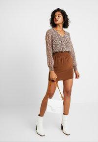 Vero Moda - VMJARROW SHORT SKIRT - A-line skirt - tortoise - 1