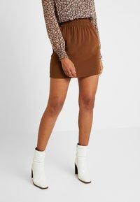 Vero Moda - VMJARROW SHORT SKIRT - A-line skirt - tortoise - 0
