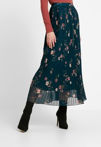 Vero Moda - VMFALLIE PLEATED SKIRT - Pleated skirt - ponderosa pine/fallie - 0