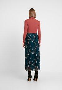 Vero Moda - VMFALLIE PLEATED SKIRT - Pleated skirt - ponderosa pine/fallie - 2