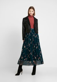Vero Moda - VMFALLIE PLEATED SKIRT - Pleated skirt - ponderosa pine/fallie - 1