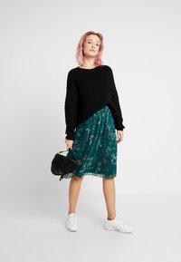 Vero Moda - VMJULIE SKIRT - Áčková sukně - atlantic deep/aopjulie - 1