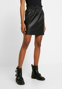 Vero Moda - VMAWARDSIF SHORT COATED SKIRT - Miniskjørt - black - 0