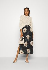 Vero Moda - VMSIMPLY EASY SKIRT - Gonna a campana - black